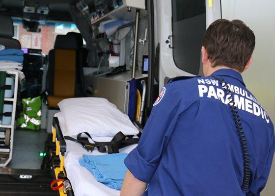 http://www.wwhsredev.health.nsw.gov.au/WWW_wag2/media/Wagga/SiteImages/Paramedics-5.jpg